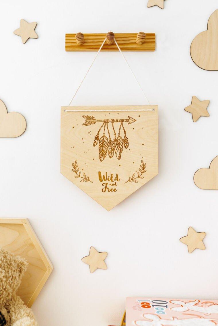Drewniane dekoracje do pokoju dziecięcego