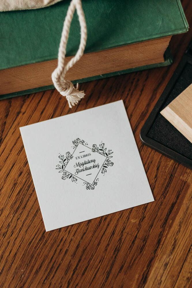 Pieczątka ex libris z motywem kwiatowym